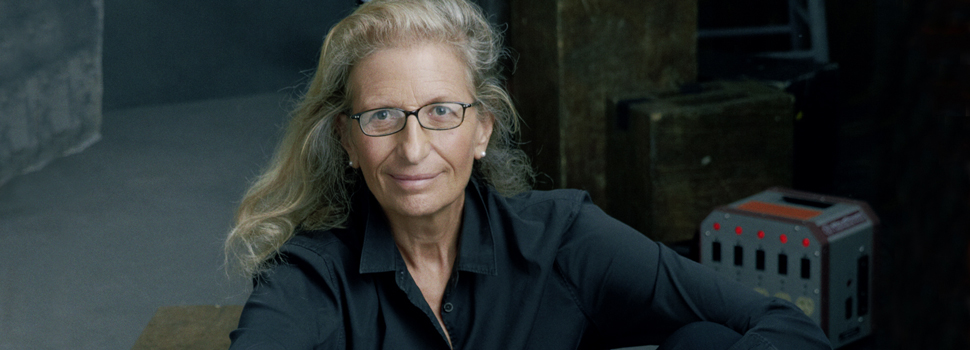 Annie Leibovitz sits on the floor before teaching a lesson in her photography MasterClass